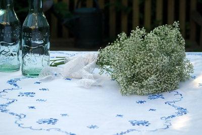 Brocant geborduurd tafellaken *Verkocht*