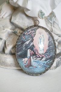 Lijstje met bol glas 'De verering van Maria'