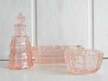 Roze-glazen-Boudoir-set-*Verkocht*